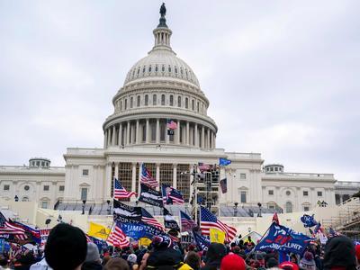 米議会でトランプ支持者が抗議