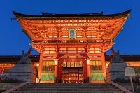 京都府 伏見稲荷大社のライトアップ