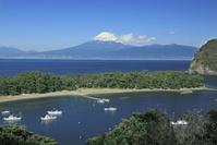 静岡県 駿河湾の御浜岬と戸田港と富士山