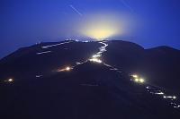 山梨県 滝沢林道 富士登山者の光跡と山頂の灯り