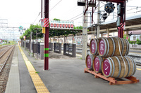 長野県 中央本線 篠ノ井線 塩尻駅 ホームのワイン樽