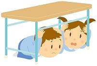 避難訓練をする子ども達