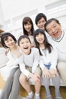 笑顔の三世代ファミリー