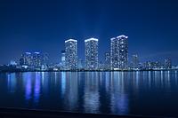 東京都 豊洲より高層ビル群の夜景