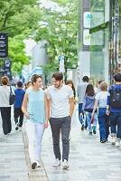 表参道を観光する外国人