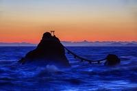 三重県 黎明の夫婦岩と荒波 二見浦