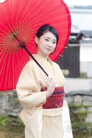 京都白川 一本橋と着物の日本人女性