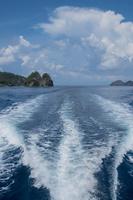 父島 兄島瀬戸のボートの航跡