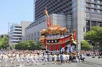 京都府 祇園祭 河原町御池交差点で辻回しする後祭の大船鉾