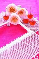 バラとクラブアップルの花飾り