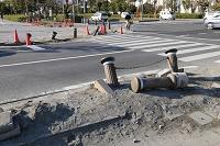 千葉県 液状化で柵が倒れた歩道