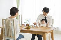 日本人の家族 朝ごはん