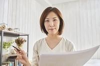 オンライン会議中の日本人女性