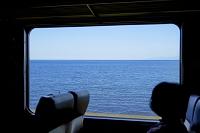 北海道 小樽市 車窓と石狩湾
