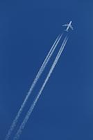 ボーイング747 ジャンボジェットの飛行機雲 大韓航空