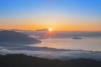 滋賀県 朝日と琵琶湖の雲海