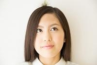 エアプラントを頭にのせた日本人女性