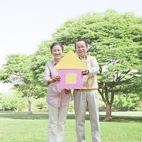 家を持つ日本人のシニア夫婦
