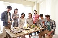 若者ホームパーティイメージ