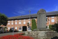群馬県 富岡市 旧富岡製糸場 記念碑と貯蔵施設