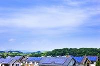 東京都 ソーラーパネルを備えた住宅