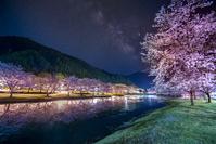 下北山スポーツ公園の桜と天の川