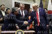 日米貿易協定に正式署名