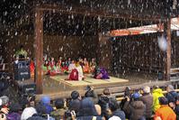 京都府 八坂神社 能舞台で行われるかるた始め式(1月3日)