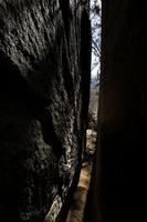 山梨県 石割神社 岩の隙間