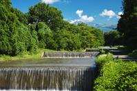 秋田県 金浦温水路と鳥海山