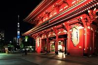 浅草寺 宝蔵門とスカイツリー