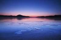 北海道 屈斜路湖の朝と氷