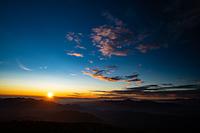 大黒岳から見る御来光 八ヶ岳と南アルプス