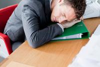 眠るビジネスマン