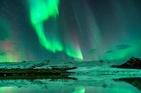 アイスランド フィヤトルスアゥルロゥン オーロラ