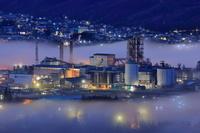 埼玉県 雲海と工場夜景
