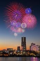 神奈川県 横浜 みなとみらい夜景と花火
