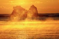 和歌山県 田原海岸より海霧と森戸崎の朝景