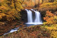山梨県 紅葉と鐘山の滝と秋
