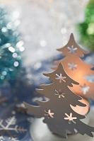 クリスマスツリーとキャンドルのクリスマスデコレーション