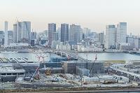東京都 江東区 豊洲市場建設現場と晴海方面のビル群