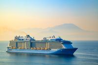 島根県 大型客船と霞む大山