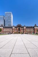 東京都 丸の内駅前広場と東京駅丸の内駅舎