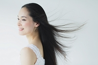 ストレートヘアの日本人女性