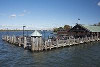 アメリカ合衆国 ニューヨーク フェリーから見るリバティー島船...