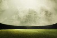 サッカーグラウンドと曇り空