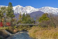 長野県 紅葉の大出公園と白馬三山