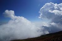 山梨県 積雲と富士登山道(七合目)