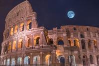 月とコロッセオ