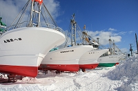陸に引き上げられた漁船 北海道 猿払村 浜鬼志別漁港